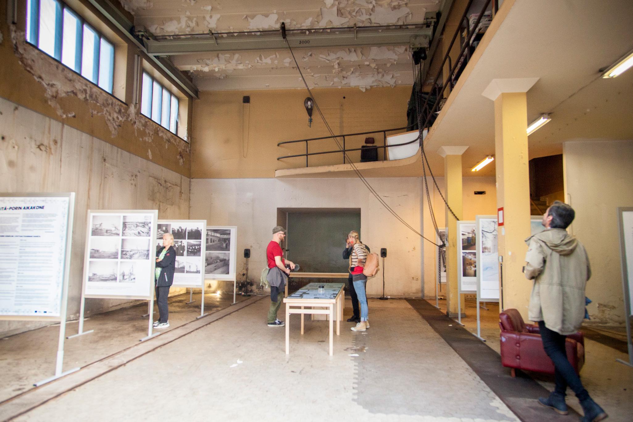 Aurinko helli Porin päivän näyttelyvieraita ja Verde sukellututti yleisön radioaaltojen inspiroimiin äänimaisemiin
